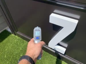 Thermometer measuring Aquasurtech black paint